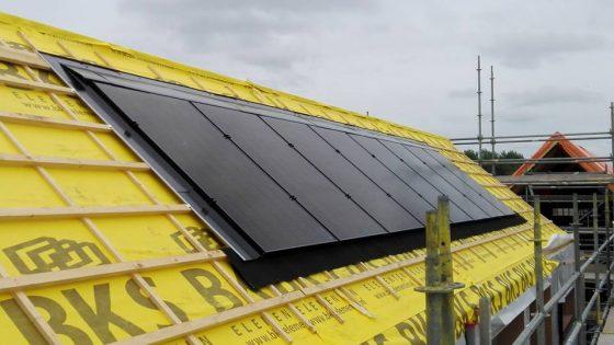 Eelderwolde, 8 LG Solar 280 Wp panelen op indak systeem