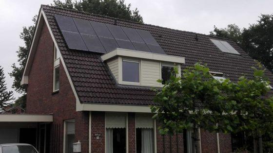 Beilen, 12 Axitec Solar mono black panelen