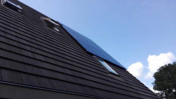 Assen, Ja Solar 295 Wp black panelen met GoodWe omvormer