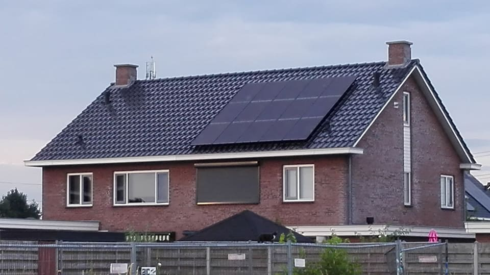 15 x Axitec Energy Solar Germany 280 Wp mono black panelen
