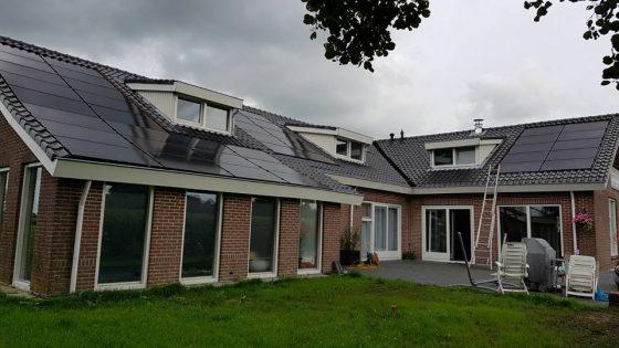 52 JA Solar 275 Wp mono black panelen